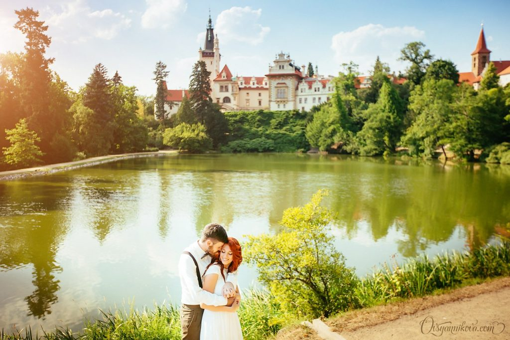 Wedding planner will suggest the best location for your wedding ceremony. Wedding in Pruhonice park.